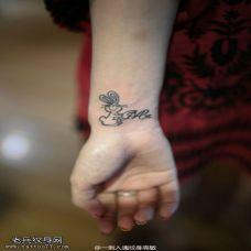 纹身图案手腕上女生图片