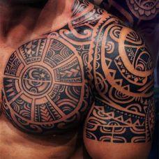 男生手臂黑白图腾半甲纹身图片霸气