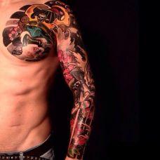 超好看的半甲花臂武士纹身图片