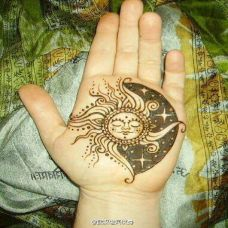 手部月亮太阳纹身图片