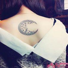 女生个性月亮纹身图片