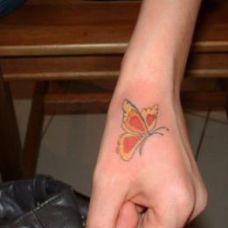 手部蝴蝶纹身图片素材