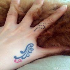 虎口创意翅膀纹身图片