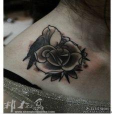 锁骨两侧玫瑰花纹身图片大全