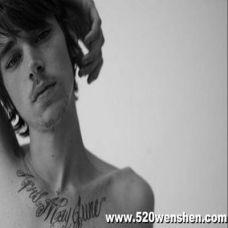 男生锁骨下部纹身图案大全