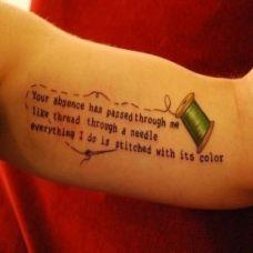 女性手臂彩色英文纹身图案欣赏