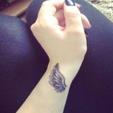 手腕翅膀纹身图片欣赏
