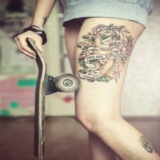 美女腿部马纹身图案