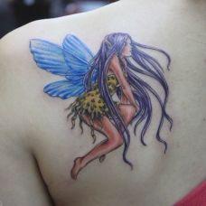 肩部彩色的精灵纹身图案
