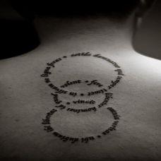 女生后背个性英文纹身图案欣赏