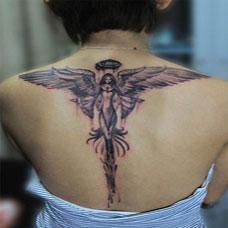 女生后背时尚天使翅膀纹身图案欣赏