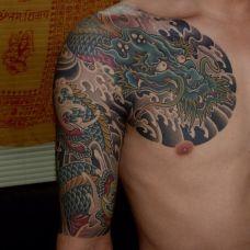 男士经典前胸半甲纹身图案