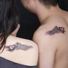 情侣肩部个性翅膀纹身图案欣赏