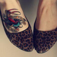 女生脚部彩色个性英文纹身图案大全