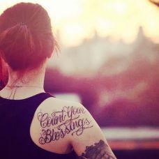 女生肩部唯美英文纹身小图案