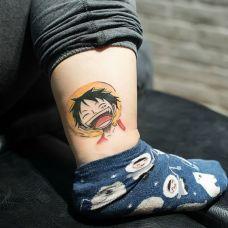 个性的脚踝路飞纹身图案