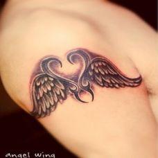 好看的手臂翅膀纹身图案时尚前卫
