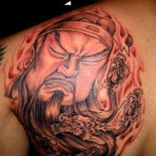 男生肩部霸气关公纹身图片大全