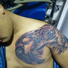 男性胸部关公半甲纹身图案大全