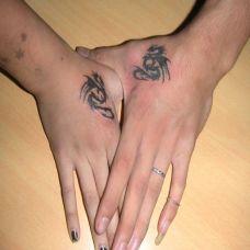 情侣手部d龙纹身图案大全