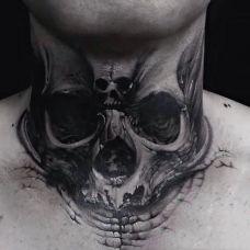 斑驳的岁月痕迹,颈部d石裂骷髅个性纹身