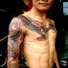 男生个性披肩龙纹身图片大全