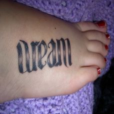 女生脚部时尚好看的英文纹身贴图