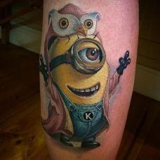 可爱萌物,腿部小黄人卡通彩绘纹身