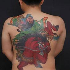 彩色满背战马关公纹身图片大全