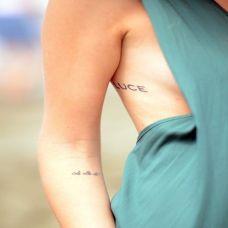 欧美女生性感个性英文纹身图案欣赏