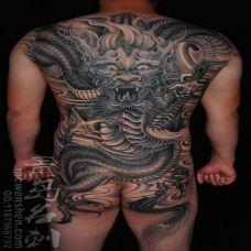 霸气满背过肩彩色龙纹身图案欣赏