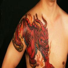 男士霸气红色过肩貔貅图案作品