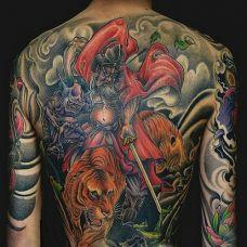 男生大满背钟馗骑虎驱魔纹身图案