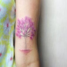 满树花开,手臂好看的大树纹身