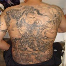 欧美个性黑白斗战胜佛满背纹身图片欣赏