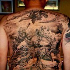 男生个性斗战胜佛满背纹身图片欣赏