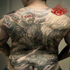 黑白手绘满背斗战胜佛纹身图片欣赏