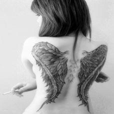 欧美女生后背翅膀纹身图片大全