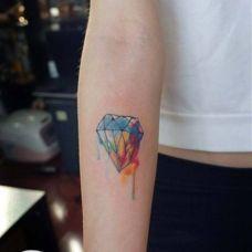 女生个性手臂彩色钻石纹身图案