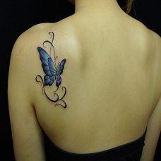 女生后肩蝴蝶艺术纹身图案效果图