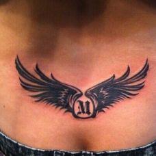 女生腰部个性翅膀纹身图案