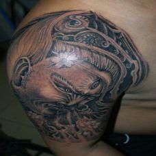 欧美黑白个性手臂二郎神纹身图案大全