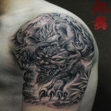 霸气精致的手臂貔貅纹身图案效果展示