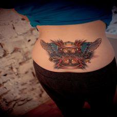 女生彩色后腰个性翅膀纹身图案欣赏