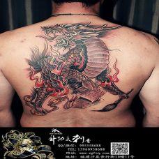 男生背部地狱麒麟纹身图片霸气个性