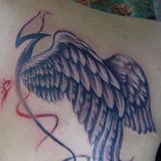 女生肩膀个性翅膀纹身图案大全