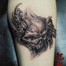 美女腿部个性骷髅翅膀纹身图案