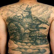 男生个性斗战胜佛满背纹身图片