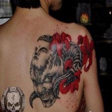 女生后背恶魔彼岸花纹身图案大全