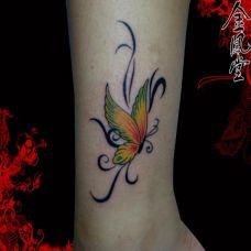 小腿上的个性蝴蝶纹身图案